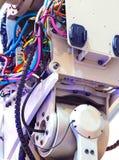 电子盘区、电工工作、一个机器人有导线的和开关,工具 免版税库存图片
