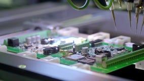 电子线路板生产 自动化的电路板机器导致打印的数字电子委员会 股票录像