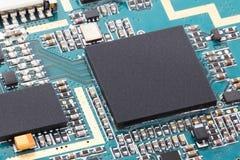 电子芯片计算机特写镜头在电路板的有处理器cpu背景 库存图片
