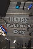 电子设备和元素在黑暗的木背景 安置文本 一个概念为父亲节 程序员的书桌 库存图片