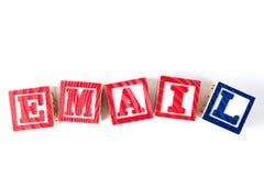 电子邮件-字母表在白色的婴孩块 免版税库存图片
