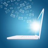 电子邮件飞行在膝上型计算机屏幕外面 免版税库存图片