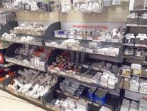电子配件在商店 图库摄影