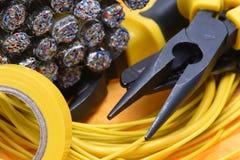 电子钳子和缆绳 免版税图库摄影