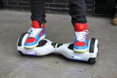 电子滑行车板, streetstyle纽约 免版税图库摄影