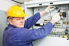 电工评定多用电表电压 图库摄影