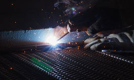 电弧焊接和焊接发烟 库存照片