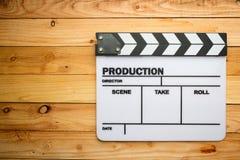 电影在木桌上的板岩影片 免版税库存图片