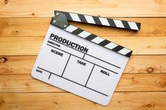 电影在木桌上的板岩影片 库存照片