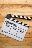 电影在木桌上的板岩影片 库存图片