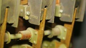电接触形成弧光在一台交换机的遏抑器在控制室盘区 股票视频