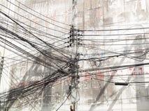 电杆缠结导线 免版税库存图片