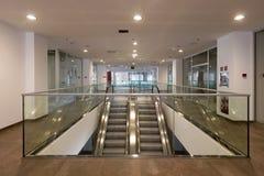 电梯在商业中心 免版税库存图片