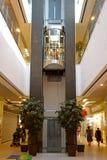 电梯在购物中心 库存照片