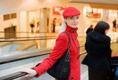 电梯妇女年轻人 免版税库存图片
