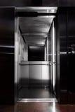 从电梯里边的看法 免版税库存图片