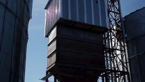 电梯金属坦克在烘干的麦子现代工业体系 影视素材