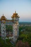 电梯 Kyaik Tan Lan 老Moulmein塔 毛淡棉,缅甸 缅甸 库存照片