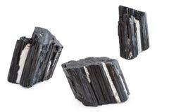 黑电气石矿物在白色背景中 免版税库存图片