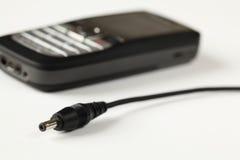 电池充电器电话 库存图片