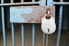 电池挂锁监狱 图库摄影
