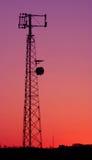 电池紫红色电话塔 免版税库存图片