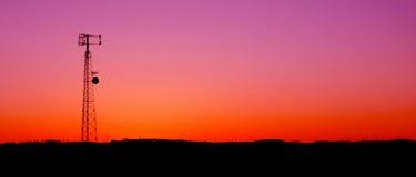 电池紫红色panaramic电话塔 免版税库存图片