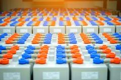 电池组装在电池屋子里在供应electrici的能源厂 库存图片