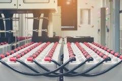 电池组装在电池屋子里在供应electrici的能源厂 免版税图库摄影