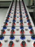 电池银行农场2000 Amp 2伏特为上升与保护的备用力量能量 免版税库存图片