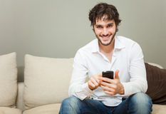 电池他的人电话使用 免版税图库摄影