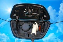 电混合动力车辆充电的插口 免版税库存照片
