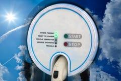 电混合动力车辆的充电站 免版税库存图片