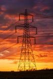 电源在启示看的天空下 免版税库存图片