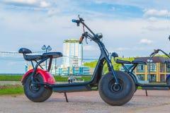 电滑行车在城市公园 切博克萨雷,俄罗斯, 19/05/2018 库存图片