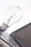 电灯泡光笔记本 免版税库存图片