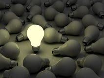 电灯泡发光的光一 免版税图库摄影