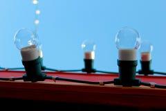 电灯泡和天空 免版税库存照片