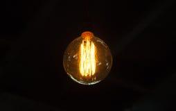 电灯泡有黑背景 图库摄影