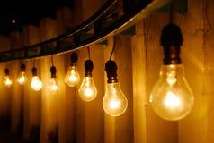 电灯泡查出的轻的白色 免版税库存照片