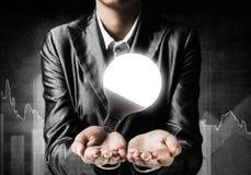 电灯泡的概念作为新的想法的标志的 免版税库存图片