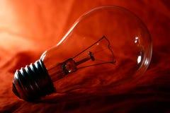 电灯泡闪亮指示光 库存图片