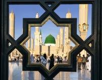 电烙在Nabawi清真寺,麦地那,沙特阿拉伯后的栏杆 库存图片