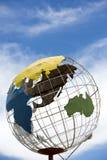 电烙地球与蓝天和亚洲大陆的地球结构 免版税库存照片