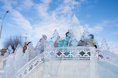 电烫,俄罗斯, 2月, 06日 2016年:冰冷的小山的,都市esplanad孩子 免版税库存图片
