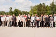 电烫,俄罗斯, 7月04日 2015年:退伍军人盛大欢迎的人们  免版税图库摄影