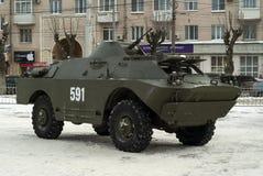 电烫,俄罗斯- 2018年3月03日:作战在城市街道上的侦察/巡逻车BRDM-2 免版税库存照片