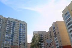 电烫,俄罗斯- 2017年7月13日:新的居民住房,在2014年 免版税图库摄影