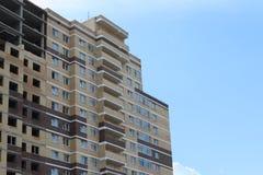 电烫,俄罗斯- 2017年7月14日:新的砖居民住房 库存照片