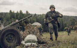 电烫,俄罗斯- 2016年7月30日:二战,夏天的历史再制定1942年 德国战士 库存照片